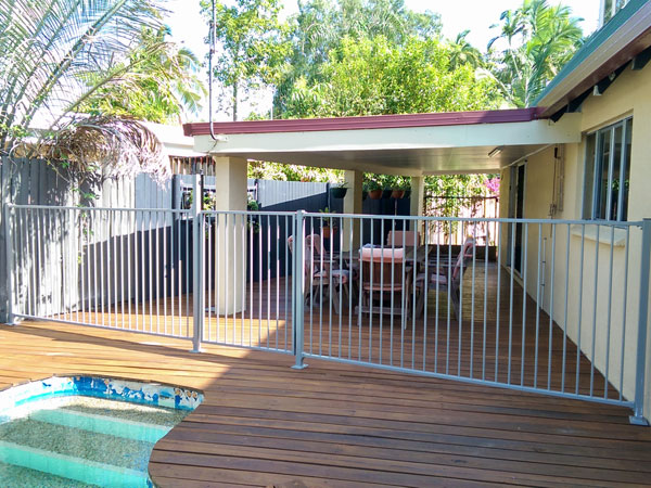 Pool-Fence-Erection