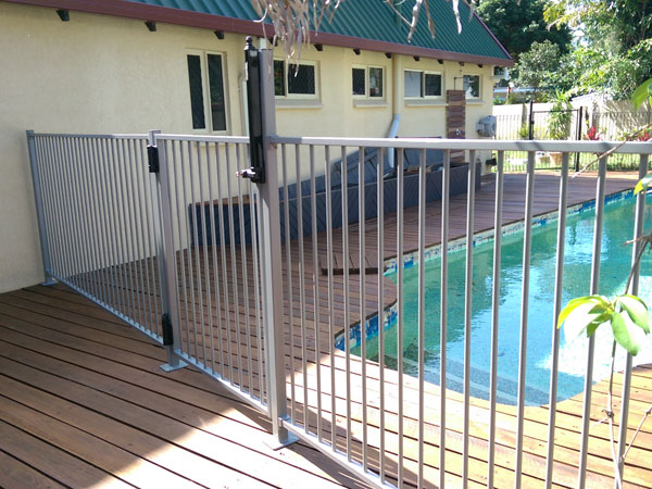 Pool-Fence-Erection1